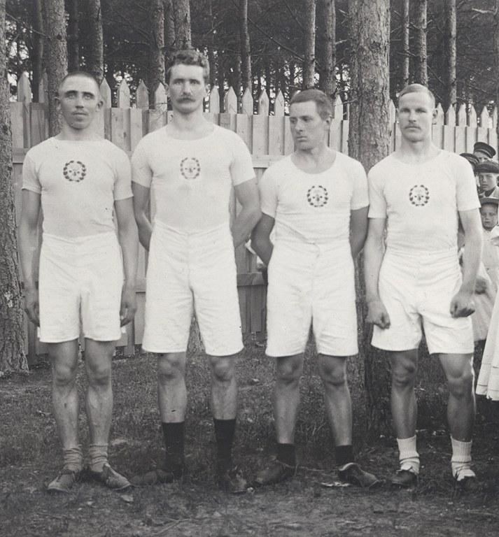 DUO_K1456_1198_Porin Tarmon kaksinkertainen SM- ja SE-viestijoukkue vuodelta 1910.jpg