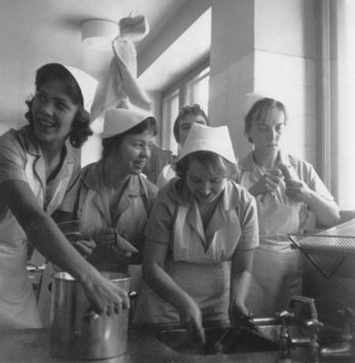 Maija keittää – kotitalousopetuksen muistoja ja historiaa